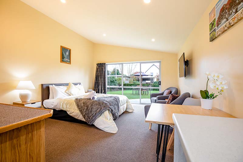 accessible king size room in te anau